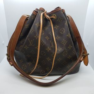 Louis Vuitton petite noe bucket bag